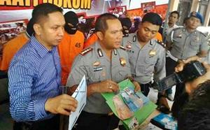 Kombes Asep Safrudin(tengah) saat menggelar ekspos di Mapolresta Barelang/koko