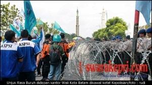 Unjuk Rasa Buruh dikawal ketat Kepolisian/rudi