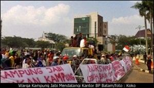 Warga Kampung Jabi Mendatangi Kantor BP Batam/koko