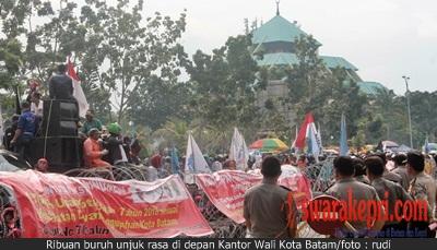 Pak Jokowi, Ribuan Buruh di Batam Minta PP 78 Dicabut