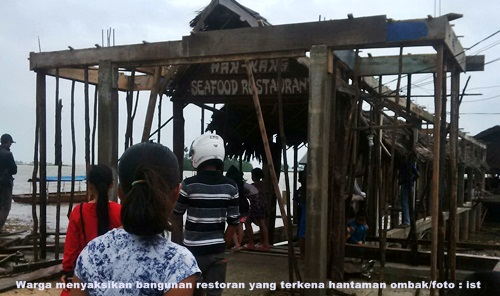 Lagi, Tiga Restoran di Batam Hancur Dihantam Ombak
