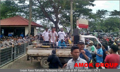 Ogah Digusur, Ratusan Pedagang Kaki Lima Demo BP Batam