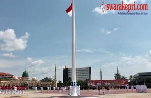 Bendera Merah Putih Berkibar di Engku Putri Batam