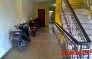 Parkir Motor Sembarangan di lantai 2