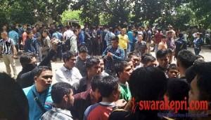 Ratusan Massa Geruduk Kantor Satpol PP Batam