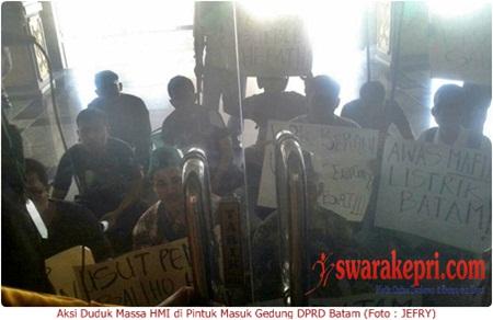 Demo di DPRD Batam, HMI Minta Kepastian Soal Tarif Listrik