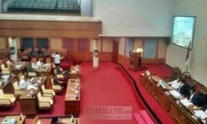 Nyanyang Haris Pratamura membacakan laporan Panja