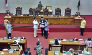 Wali Kota menyampaikan nota keuangan RAPBD Batam 2017
